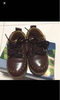 Free mail! Kids shoes used 2-3 times