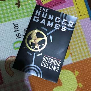 Suzanne Collins - The Hunger Games (Paperback)