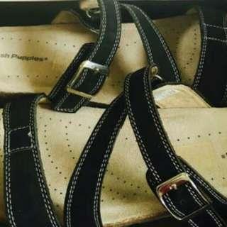 Sepatu dan sandal merk hush puppies
