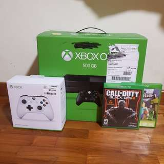xbox one with 2 controllers /2 games