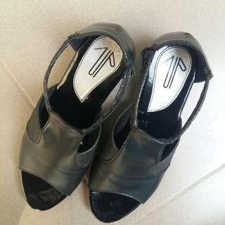 Sepatu Wanita Wedges Warna Hitam Preloved Second not Zara Guess New Look Berska Stradivarius Pull n Bear Mango