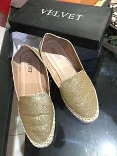 Sepatu velvet zalora