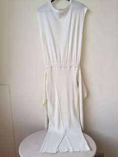 White Dress that can be worn with ribbon in front or the back
