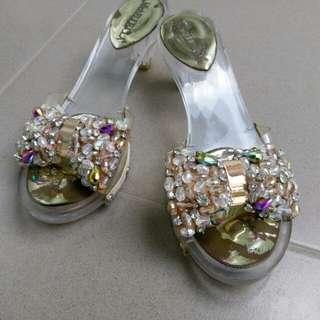 Sepatu Pesta High Heels Model Kaca Transparant Mutiara Aksen Swarovsky Diamond Imitasi