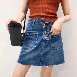 [女子更衣間]雙口袋排扣百搭A字牛仔裙