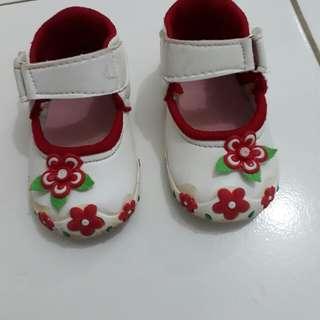 Sepatu anak 1th