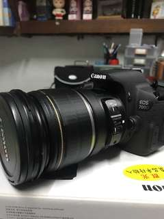 Canon 700D +EFS 17-55mm f/2.8 IS USM