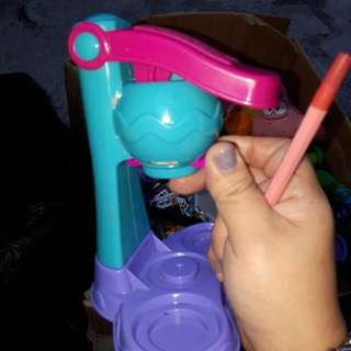 Ice cream playdough molder by hasbro