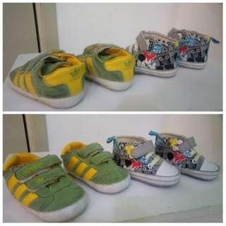 2pair of prewalking shoes
