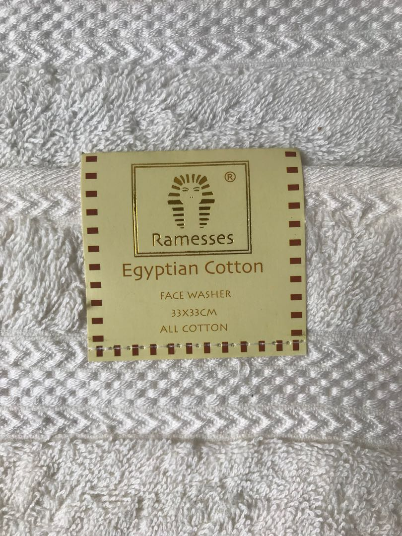 2x cream Egyptian cotton face washers brand new with tags