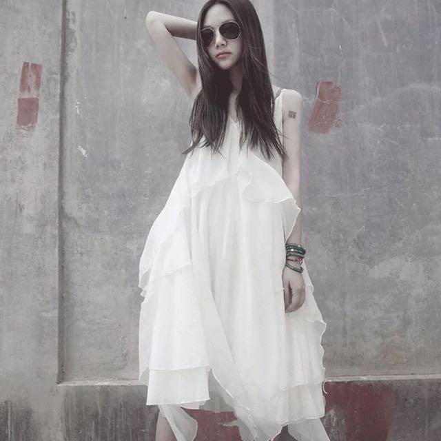 雪紡細肩帶連身裙 飄逸感