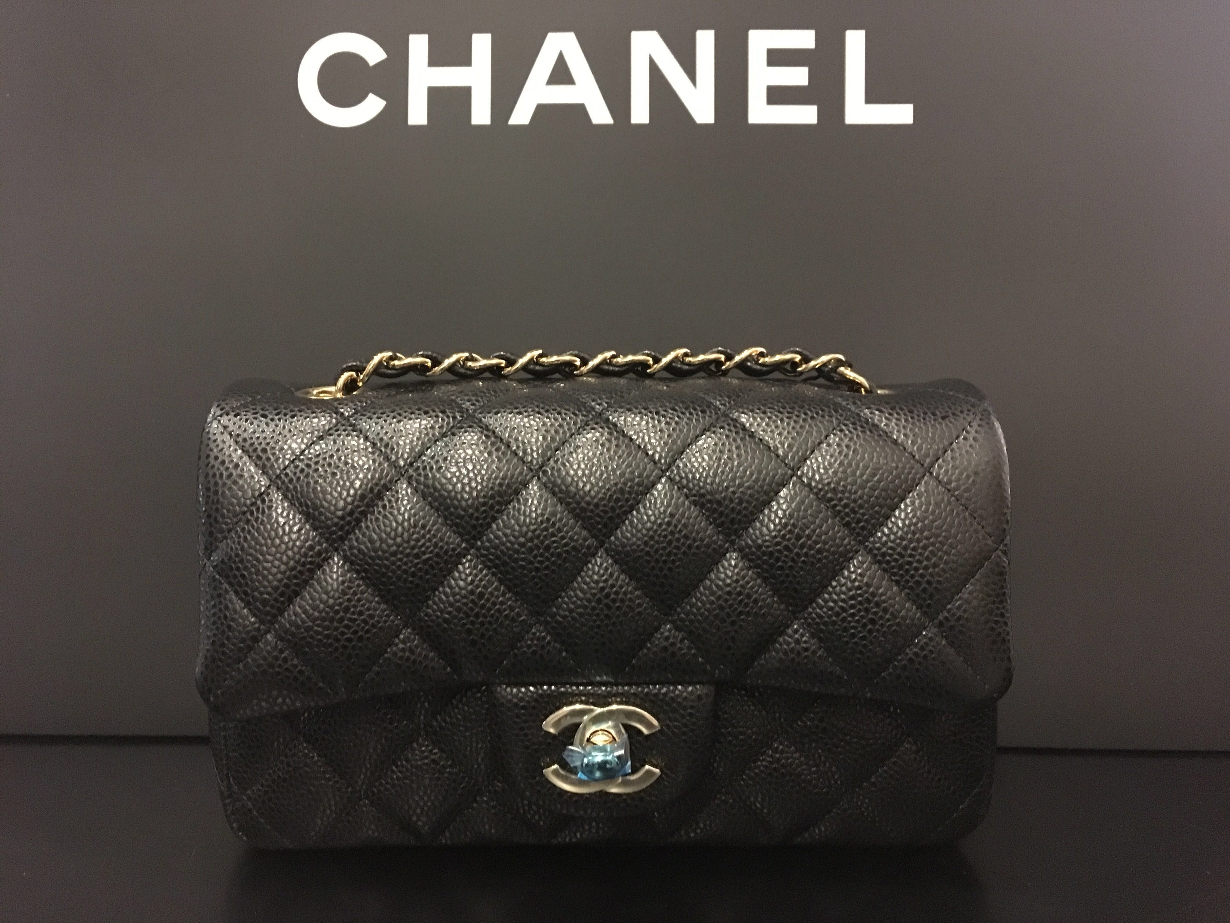 7f3e056b6748d3 Chanel mini rectangle GHW black caviar , Luxury, Bags & Wallets on Carousell