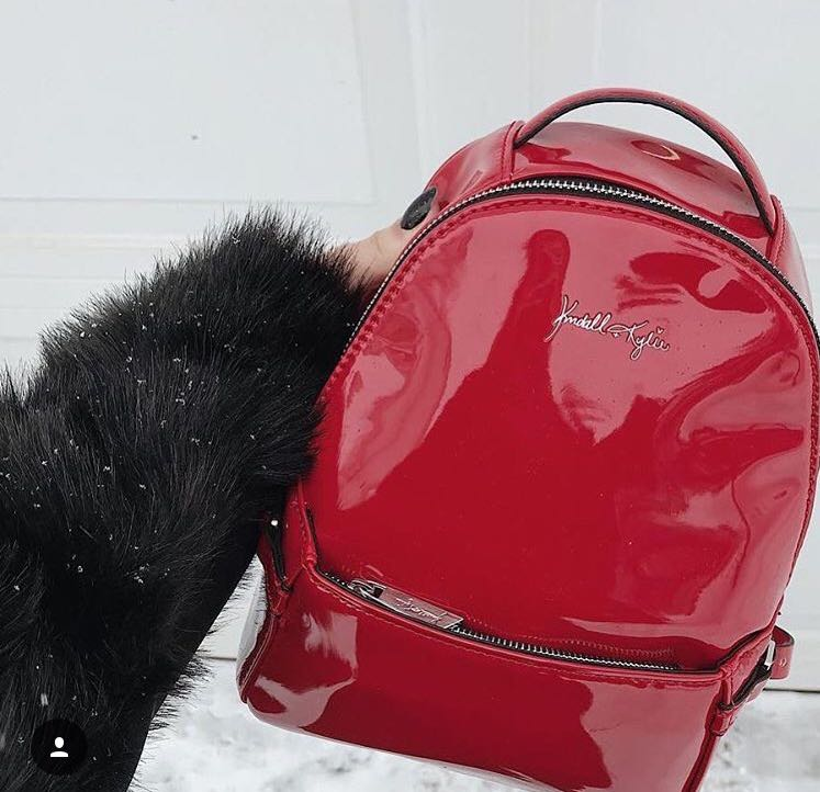 LOOKING FOR THIS KYLIE AND KENDALL BAG