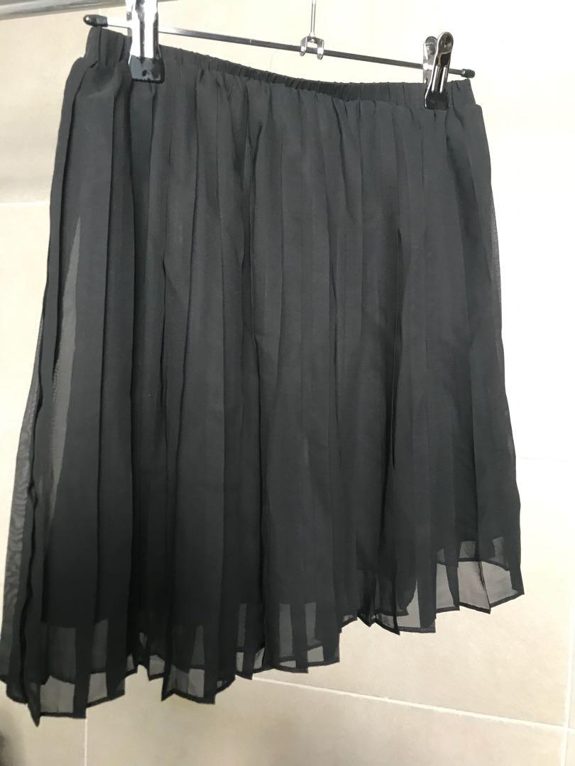 Never worn SPARKLE & FADE black pleated skirt