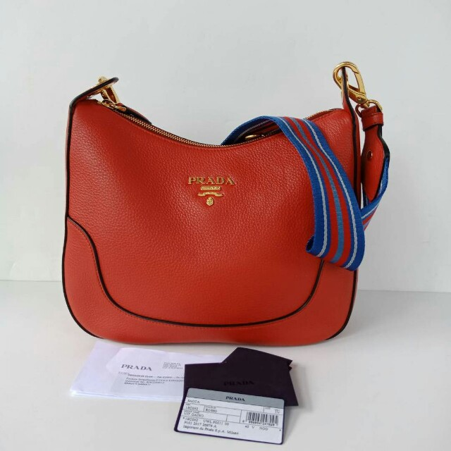 677c7f9b2edd0b Prada 1BC052 Vitello Daino Shoulder Bag Rosso on Carousell