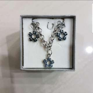 In Stock Chomel Blue Flower Bracelet