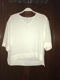 UNIQLO White Top Elbow Length Small fit to M
