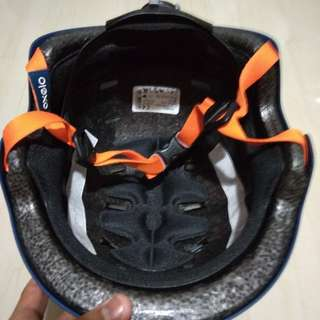 Selling away my helmet just bought it last monday n it still in good condition
