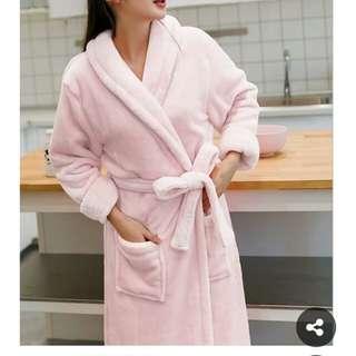 全新珊瑚絨毛柔軟睡袍/浴袍