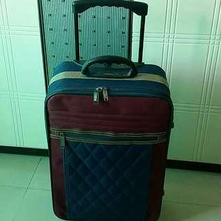 手拉行李箱