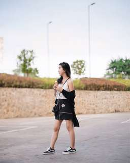 Black embroidery skirt