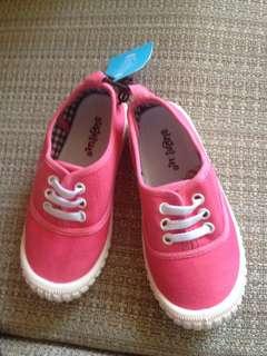 可愛女童帆布鞋