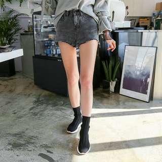 【H.BANDWAGON】韓國煙燻仿舊不收邊小刷破牛仔短褲 韓製