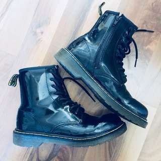 Dr. Martens 8孔 黑色亮皮 1460 馬汀鞋