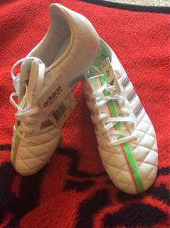 Soccer Cleats (Adidas Questra)