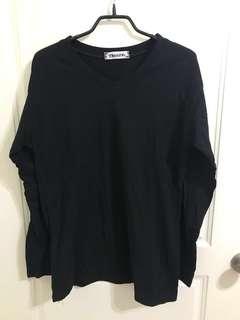 黑色U領T恤