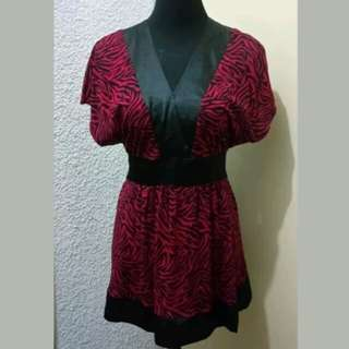WA543 Rgl New York Red & Black Large Blouse (Almost New)
