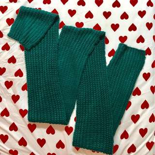H&M green cable knit winter scarf