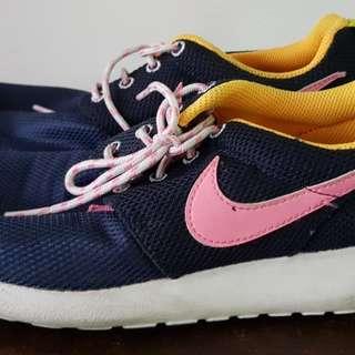 Nike Roshe Run Women's 4Y