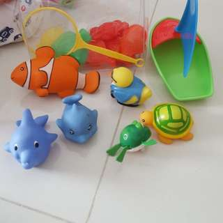 Assorted bath toys