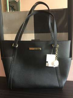 Anne Klein Bag in Black