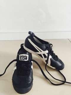 Boys Shoes / Kids Shoes by Onitsuka Tiger Black (size : 30)