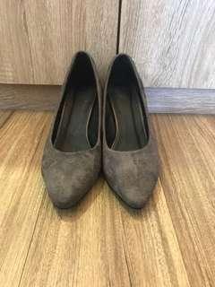 優雅氣質👍深灰絨毛楔型高跟鞋36