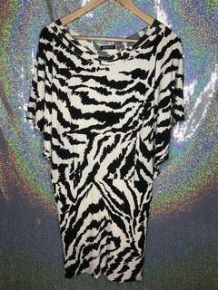 Dress motif black n white abstract