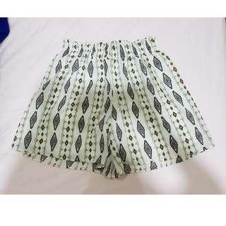 THE CLOTHING HUB Shorts