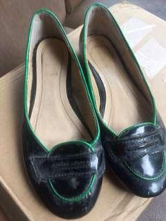 Black flat shoes combination