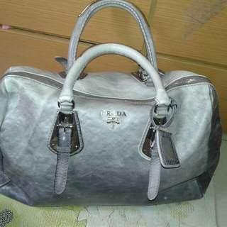 Prada travelling bag not real