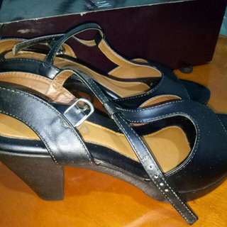 Parisian Black shoes size 7