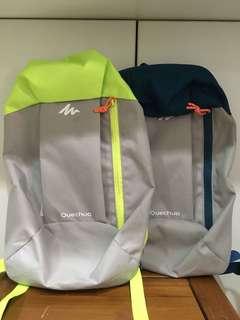 休閒背包2個