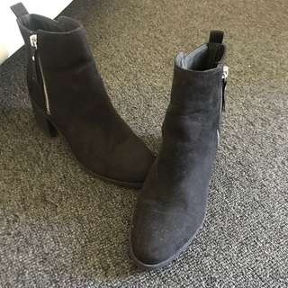 H&M boots ALMOST NEW