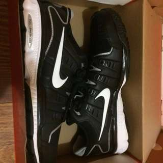 NEW Nike air edge trainer 09