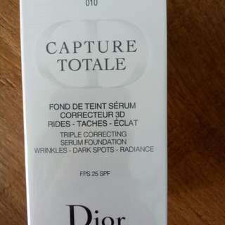 AUTHENTIC CAPTURE TOTALE  TRIPLE CORRECTING SERUM FOUNDATION WRINKLES-DARK SPOTS-RADIANCE WITH SUNSCREEN BROAD SPECTRUM SPF 25