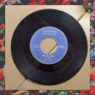 """Tom Jones - One Day Soon (7"""" 45rpm Vinyl Record)"""