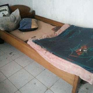 Jual cepat tempat tidur antik kayu jati ukuran Queen size