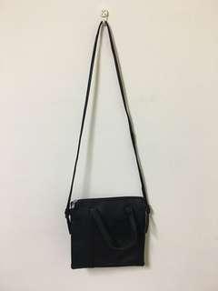 黑色細背帶小包