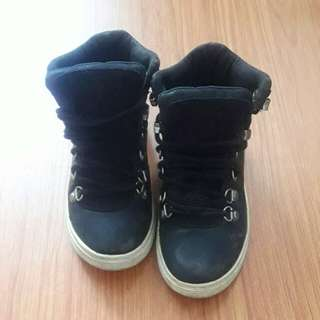 Sepatu ZARA